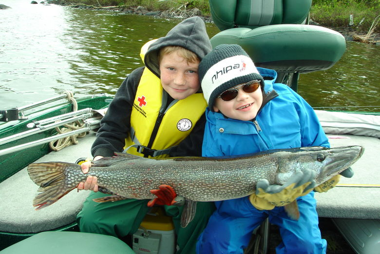Ontario hunting and fishing at camp narrows lodge rainy lake for Fishing camps for kids